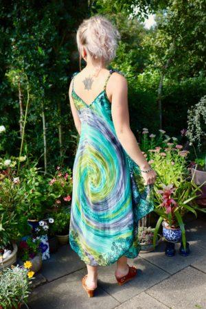 Afrodite - lækker grøn sommerkjole. Perfekt til alt.