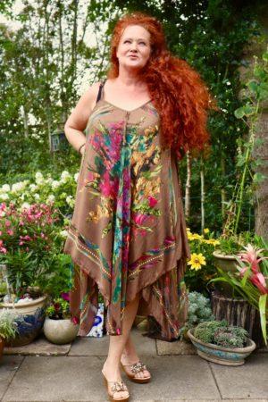 Afrodite - lækker brun sommerkjole. Perfekt til alt.