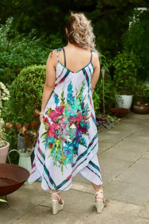 Afrodite - Beautiful white summer dress. Perfect for a night out.