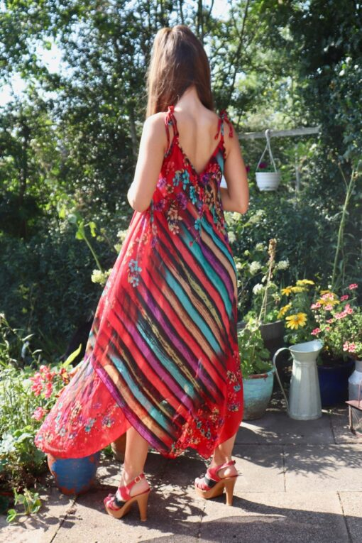 The back of a red summerdress with stripes and floral print. Loose and airy look