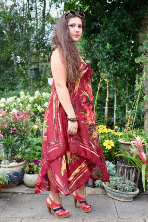 Elegant and airy bordeaux red onesize dress with straps at the shoulders. Thin soft cotton fabrics in 2 layers.