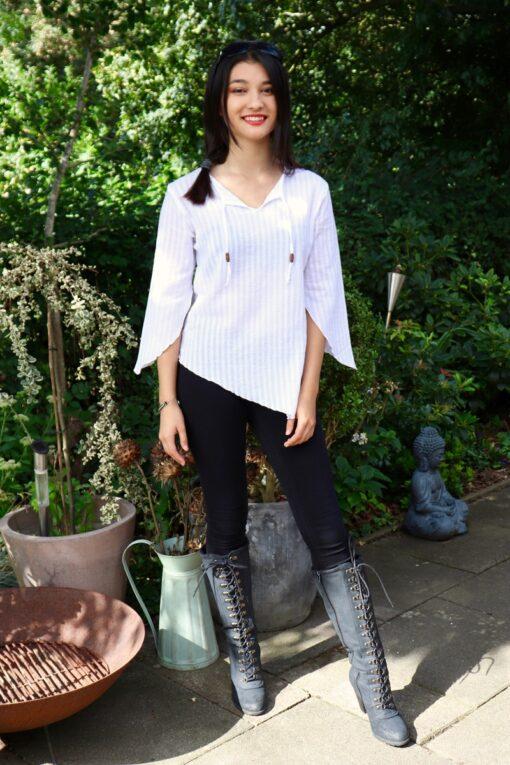 Arinna - Lækker asymmetrisk hvid skjorte. Perfekt til både hverdag og fest.