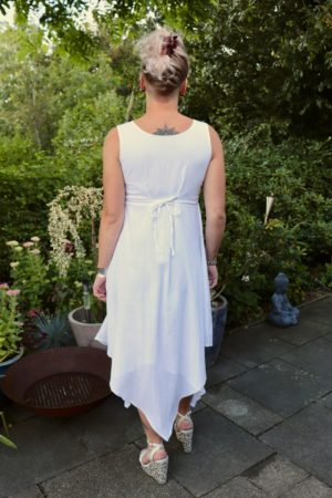 Ephesia - Elegant white evening dress made in a very nice materiale - Perfect for a night out.