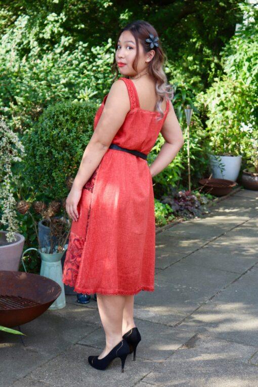 Inara - Lækker rød boheme kjole, perfekt til både hverdag og fest.