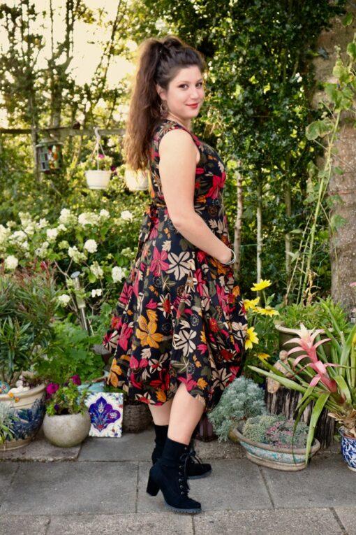 Martina - Skøn blomsterkjole - perfekt til fest og større begivenheder.