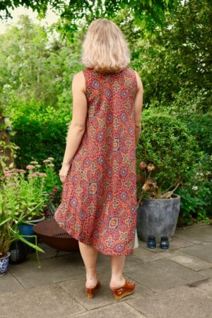 Niobe - Sweet patterned dress with flowers. Perfect for a hot summer.