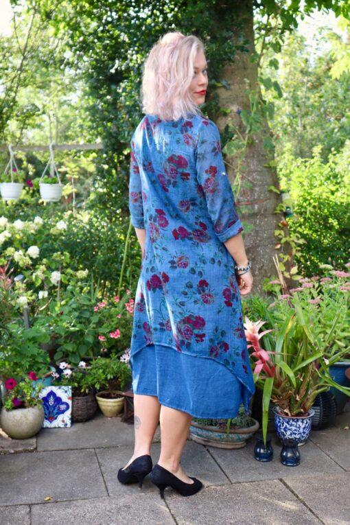 Blå blomsterkjole i 2 lag naturlig bomuld og lange ærmer
