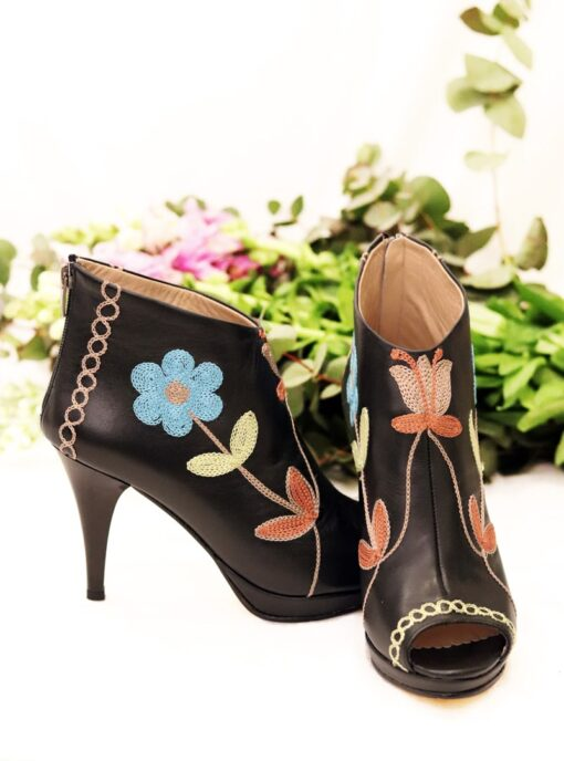 Elysion - Unique leather stilettos in beautiful colors. Perfect for a night out.