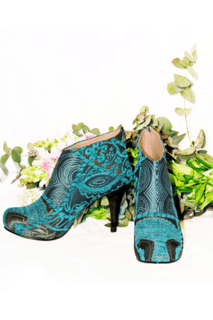Ainippe - Urban styled stilettos in beautiful colors. Perfect for a night out.