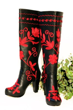 Amastris - Beautiful long-shafted leather boots with beautiful red flowers. Perfect for the weekdays or a night out.