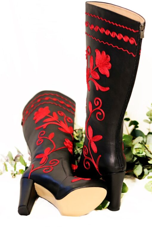 Amastris - Beautiful long-shaft leather boots with beautiful red flowers. Perfect for the weekdays or a night out.