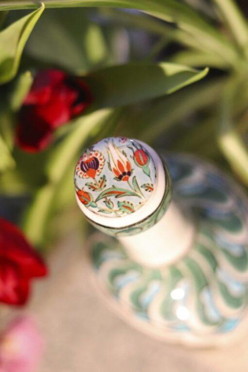 Zintuhi - Håndmalet keramikflaske med unikt mønster. Perfekt både til brug og opbevaring af f.eks. olier.
