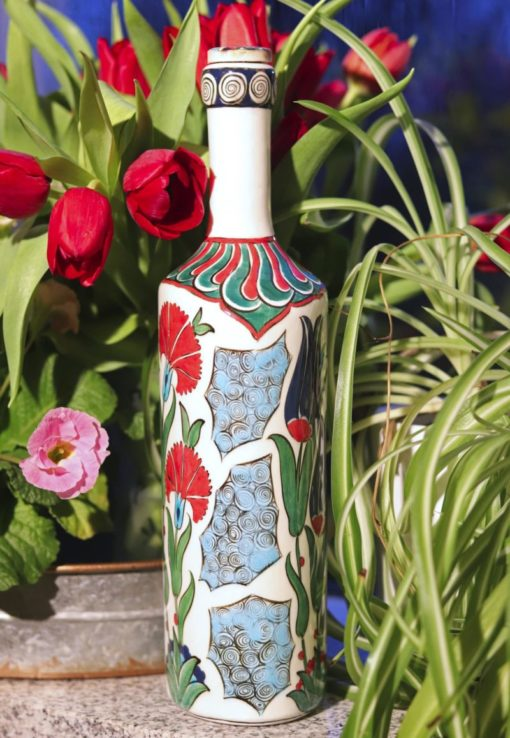 Hatun - Super flot keramikflaske i flotte klare farver. Perfekt til brugskunst.