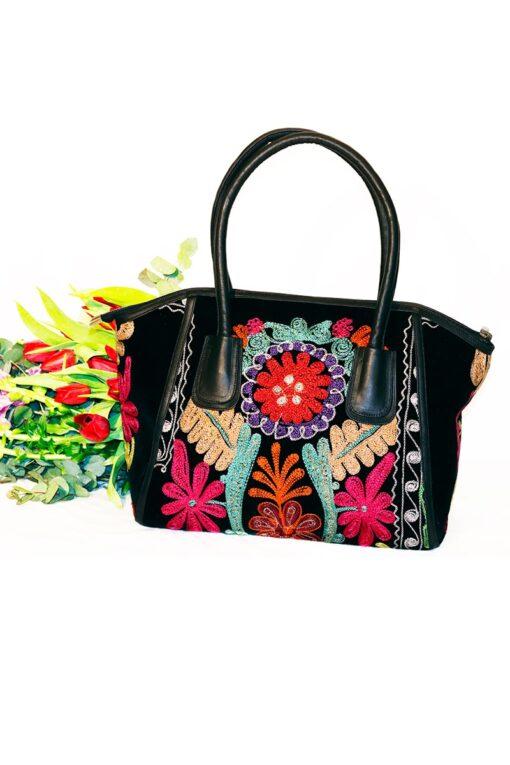 Ammia - Lækker farvestrålende taske, syet i kalveskind. Perfekt til at sætte farver på hverdagen.