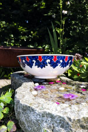 Crino - Unique lead free bowl in beautiful colors. Perfect as decoration and applied art.