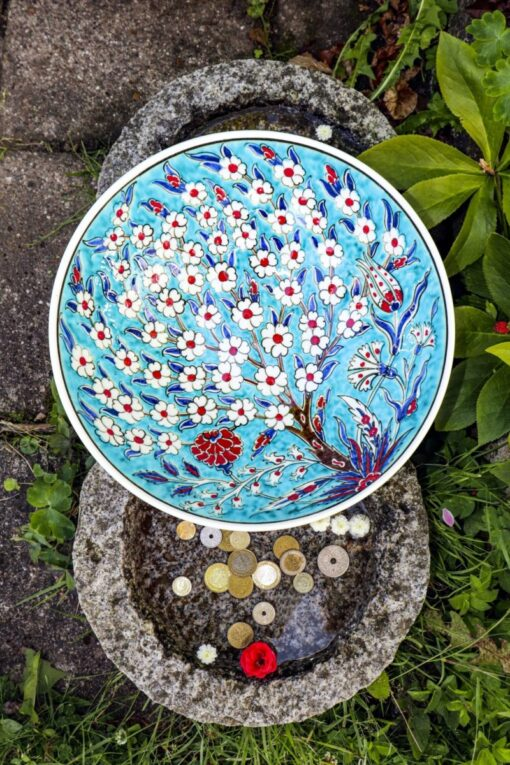 Hecabe - Beautiful colorful ceramic bowl in blue. Perfect as storage or decoration.