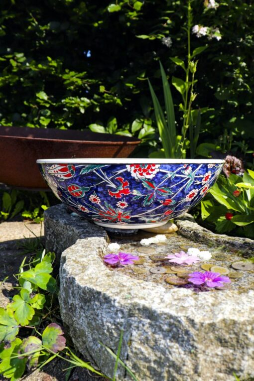 Nesrin - Hand painted and lead free ceramic bowl in beautiful colors. Perfect as applied art and derocation.