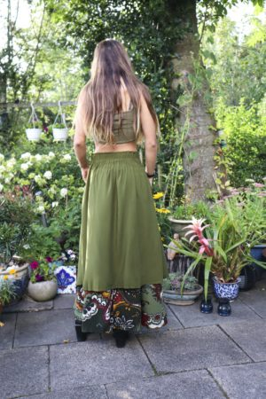 Tesimi - Long green skirt - perfect for the weekday and party.