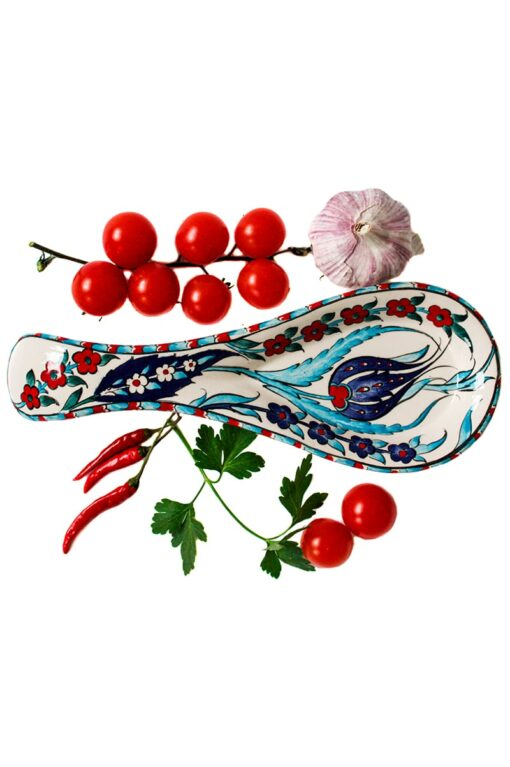 Spoon rest for your kitchen utensils keeping your table clean during cooking. Ceramics decorated with blue, red and turquoise flowers