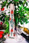 Flot Hittitisk vin karaffel i håndlavet keramik,dekoreret med tulipaner. Hvid med rødt,grønt motiv