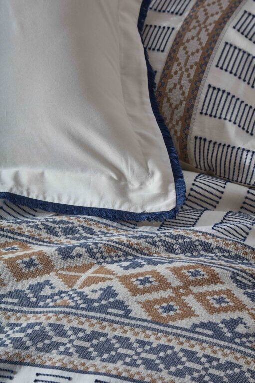 Blue and golden embroidery on a luxurious organic cotton double duvet set