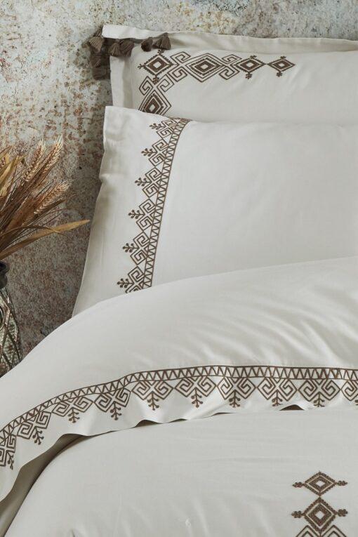 Bomuldssatin sengesæt med broderi. GOTS certificeret økologisk bomuld