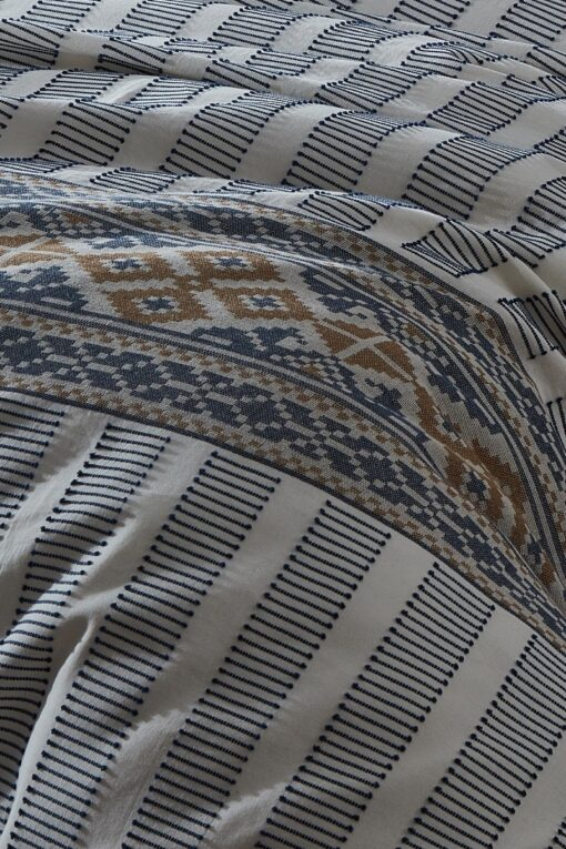 Embroidery details in blue and golden colors from an organic cotton duvet cover set - GOTS certified