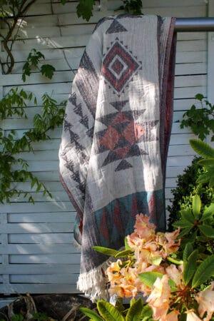 Gorgeous flat woven towel, peshtemal with geometrical patterns in organic cotton
