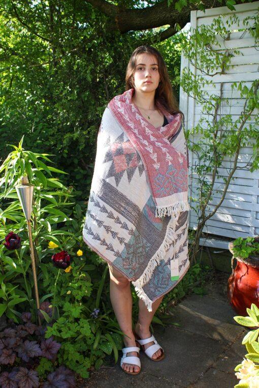 Lækkert stort peshtemal håndklæde med forskellig farve på hver side og geometriske motiver