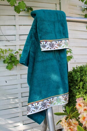 Beautiful petrol colored towel set in organic cotton with a decorative printed border