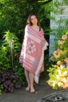 Flot økologisk peshtemal håndklæde i jacquard mønster. Rød med geometriske motiver