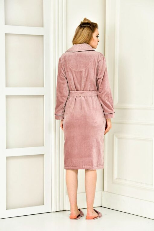 Soft bathrobe in rose color with an elegant collar and handmade motifs