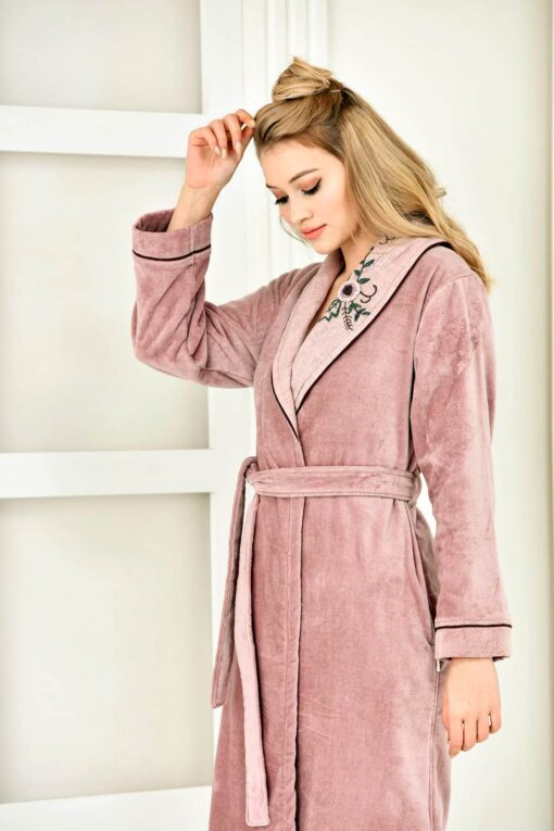 Organic dusty rose bathrobe with handmade embroidery at the collar