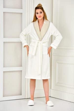 Elegant organic bathrobe in white with embroidery
