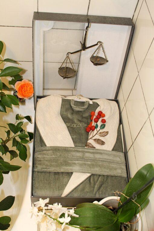 Luksus badekåbe i støvet grøn i elegant gaveæske