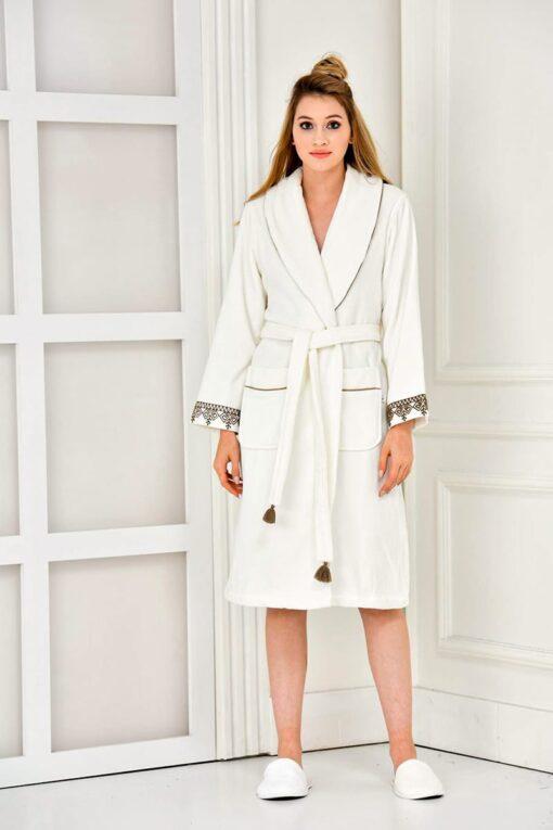 Gorgeous white bathrobe with motifs in soft organic quality
