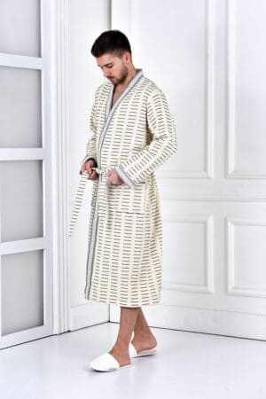 Exclusive men's bathrobe in a soft organic quality. Trendy patterned design