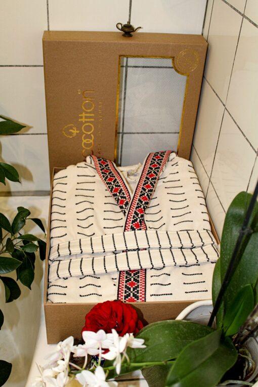 Mønstret badekåbe i øko- bomuld i dekorativ gaveæske