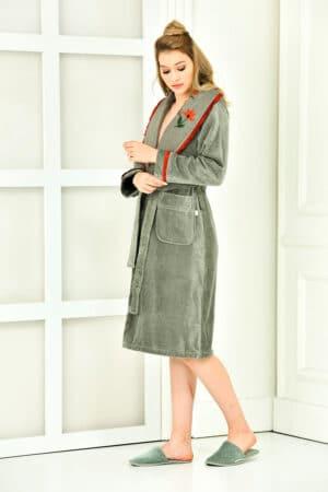 Classy bathrobe in organic quality. Dusty green with handmade embroidery