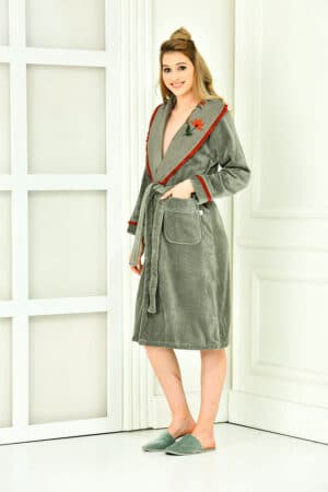 Luxury classy bathrobe in organic cotton with embroidery