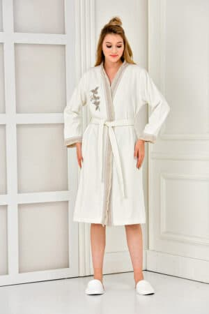 Bathrobe for women in cremewhite and motifs. Organic cotton quality