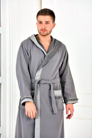 Eksklusiv badekåbe til mænd i flot grå farve med bort og hætte