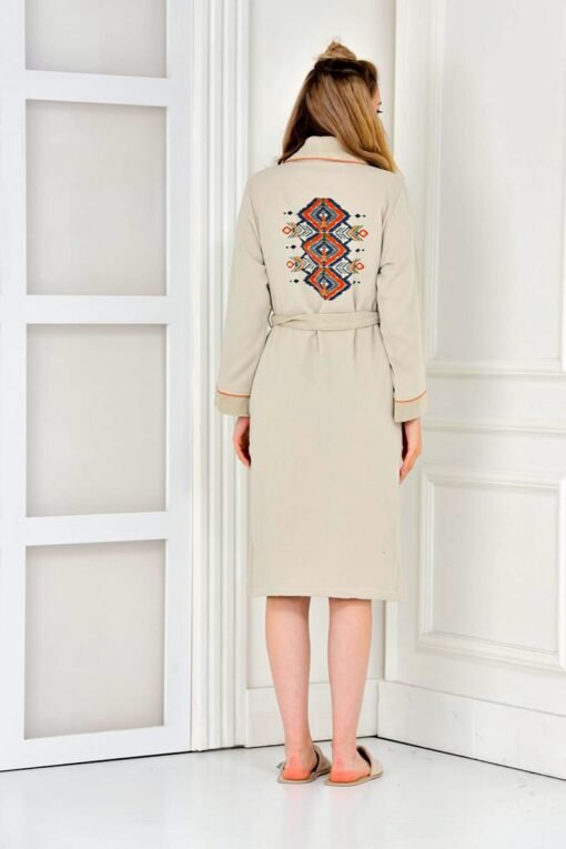 Print at the back of an organic beige bathrobe in geometrical shapes and various colorshades