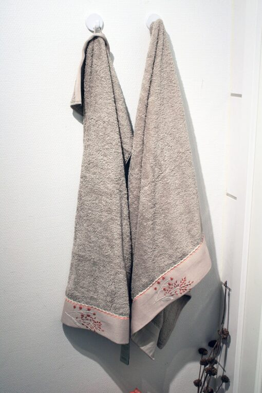 Exclusive towel set in beige with embroideries